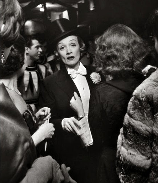 NYO0-050-Marlene-Dietrich-April-In-Paris-Ball,-Waldorf-Astoria-Hotel,-1959