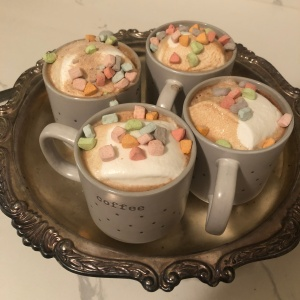 marshmallow hot cocoa with lucky charms mashmallows